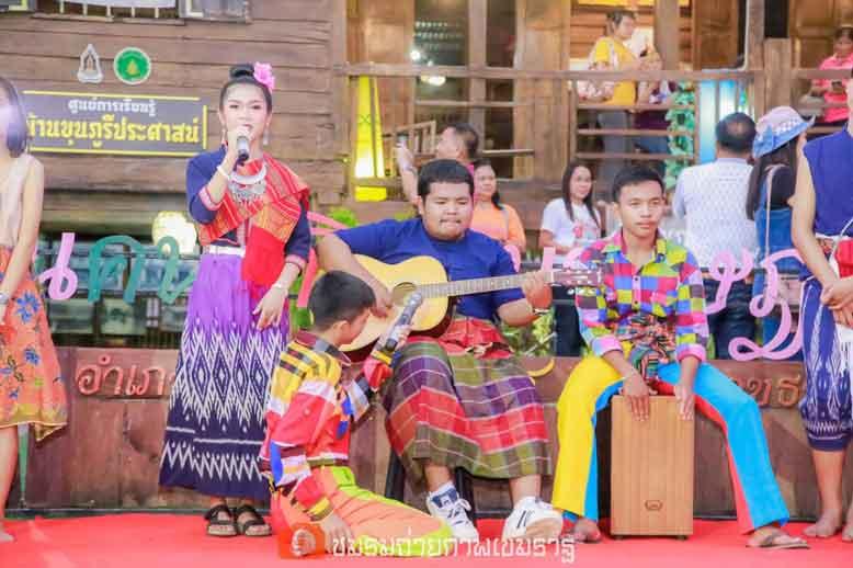 การแสดงเพลงลูกทุ่ง ของนักเรียนแกนนำโรงเรียนอนุบาลพุทธเมตตา