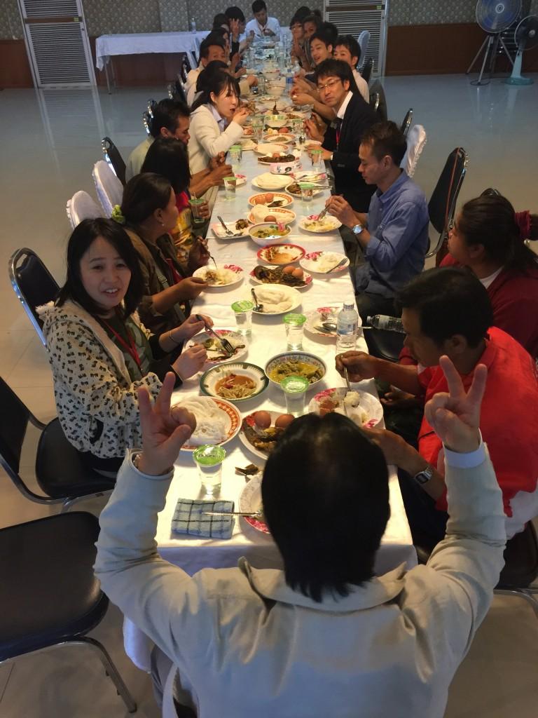 ร่วมรับประทานอาหารกลางวันกับกลุ่มมิตรภาพริมโขง โรงพยาบาลเขมราฐ