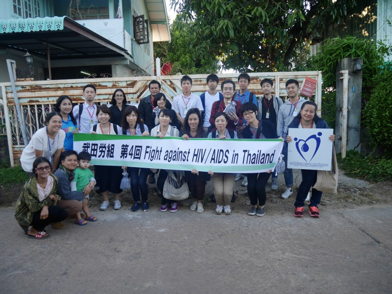 22 มกราคม 2560 ภาพกลุ่มสหภาพแรงงานทาเคดะ เจ้าหน้าที่มสป. ณ บริเวณหน้าสำนักงานมูลนิธิเพื่อสุขภาพและการแบ่งปัน